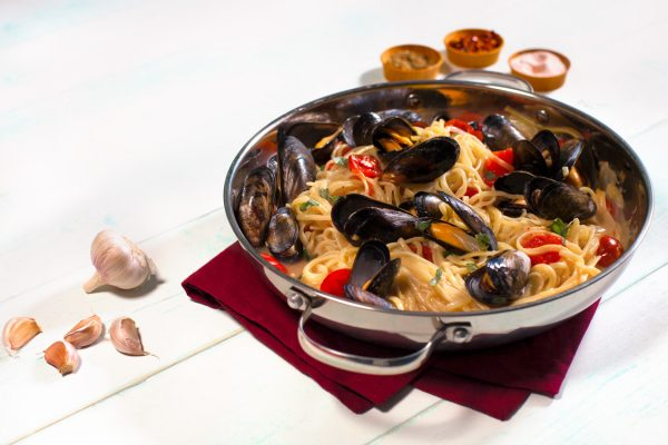 One Pot Mussel Pasta with garlic